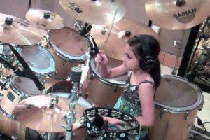 Menina De 10 Anos a Tocar Bateria, Impressionante! 16