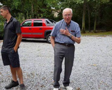A Reação De Um Avô Ao Receber o Mercedes Com Que Sempre Sonhou 2