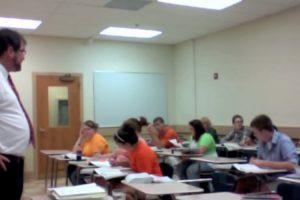 Professor Deixa Todos De Boca Aberta Ao Apanhar Aluno Com Telefone Durante a Aula 10