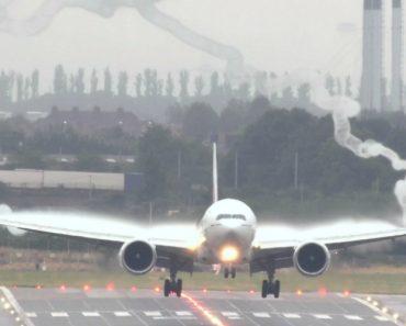 Efeito Espetacular Criado Por Avião Durante Aterragem 4