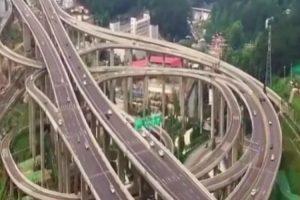 A Complexa Estrada Chinesa Que Parece Uma Montanha Russa Para Carros 10