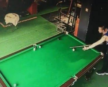 """Praticante De Snooker Sem Talento Fica Estupefacto Com a Sua Própria """"Jogada"""" 6"""