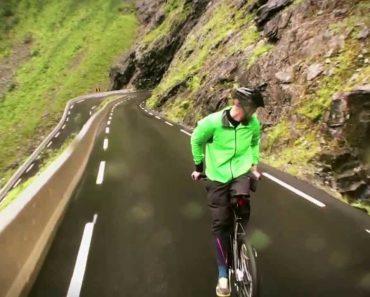 Jovem Anda De Bicicleta De Costas... a 80 Km/Hora 8