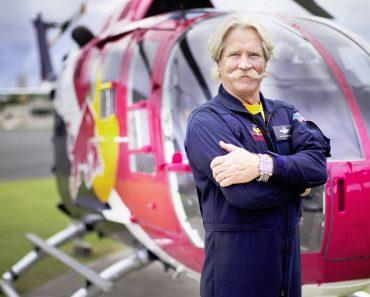 Impressionantes Acrobacias Aéreas a Bordo Do Helicóptero De Chuck Aaron 9