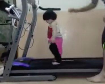 Pai Tem Ideia Invulgar Para Colocar a Filha  Fazer Exercício 3