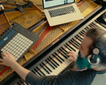 Pianista Transformou o Seu Piano Para Poder Tocar Solos Como o Slash 5