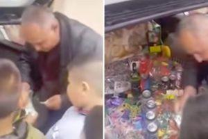 Crianças Na Bósnia Tentam a Sorte Na Versão Cigana Da Roda Da Sorte 10