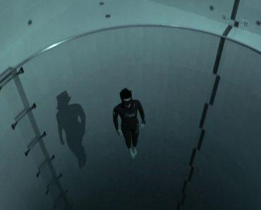 Mergulhador Aventura-se Na Piscina Mais Profunda Do Mundo (40 Metros) Sem Equipamento 8