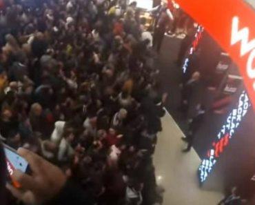 """""""Blackout Na Worten"""" Levou Centenas De Pessoas à Loja Entre Encontrões e Atropelos 5"""