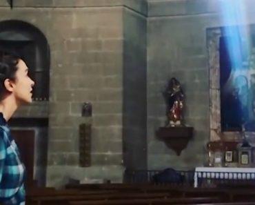 """Jovem Canta """"Ave Maria"""" Numa Igreja e Conquista Internet Em Menos De 1 Minuto 2"""