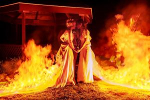 Estas Noivas Decidiram Tornar o Seu Casamento Fogoso... Literalmente! 10