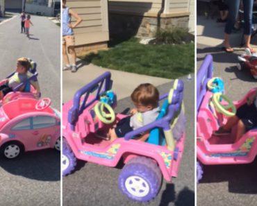 Criança Consegue Adormecer Enquanto Conduz Carrinho De Brincar 1