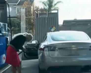 Condutor Filma a Dificuldade De Uma Mulher Ao Tentar Colocar Gasolina Num Carro Elétrico 5