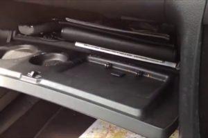 Automobilista Mostra Como o Porta-luvas Do Seu Carro é Especialista Em Jazz 10