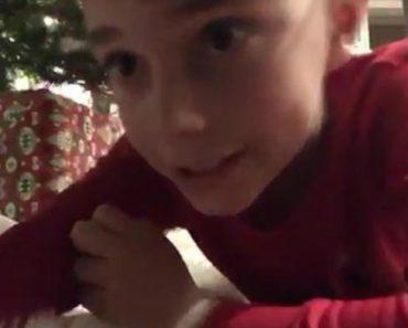 Criança Coloca Câmara Debaixo Da Árvore Para Filmar Pai Natal, Mas o Que Captou Não Foi Nada Do Que Esperava 1
