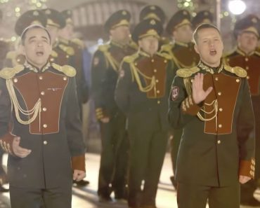 """Polícia Russa Canta e Encanta Com Versão De """"Last Christmas"""" 3"""