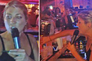 Funcionária De Bar Canta e Encanta Clientes Ao Mesmo Tempo Que Serve As Bebidas e Faz o Troco 10