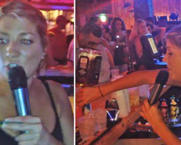 Funcionária De Bar Canta e Encanta Clientes Ao Mesmo Tempo Que Serve As Bebidas e Faz o Troco 12