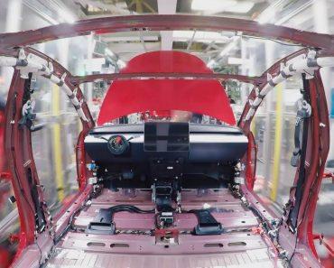 Tesla Revela Como é Produzido o Model 3 8