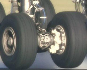 Zoom Mostra Como Se Comportam As Rodas De Um Airbus A380 Durante a Aterragem 7