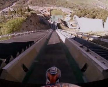 Motociclista Usa Rampa De Ski Para Fazer o Salto Mais Louco De Sempre 3