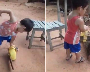 Esta Criança Sabe Tudo Sobre Cortar Madeira 7