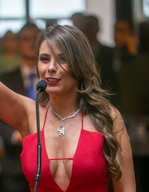 A Deputada Federal Brasileira Que Causou Burburinho Na Tomada De Posse Na Assembleia 3