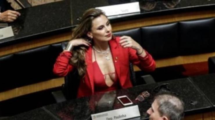 A Deputada Federal Brasileira Que Causou Burburinho Na Tomada De Posse Na Assembleia 5