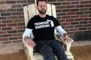 Homem Desenvolve Cadeira De Madeira Com Massagem Completa Incluída 10
