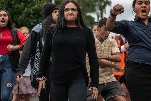 Arrepiante: Estudantes Fazem Haka Para Prestar Homenagem Aos Colegas Vítimas Do Massacre Na Nova Zelândia 7