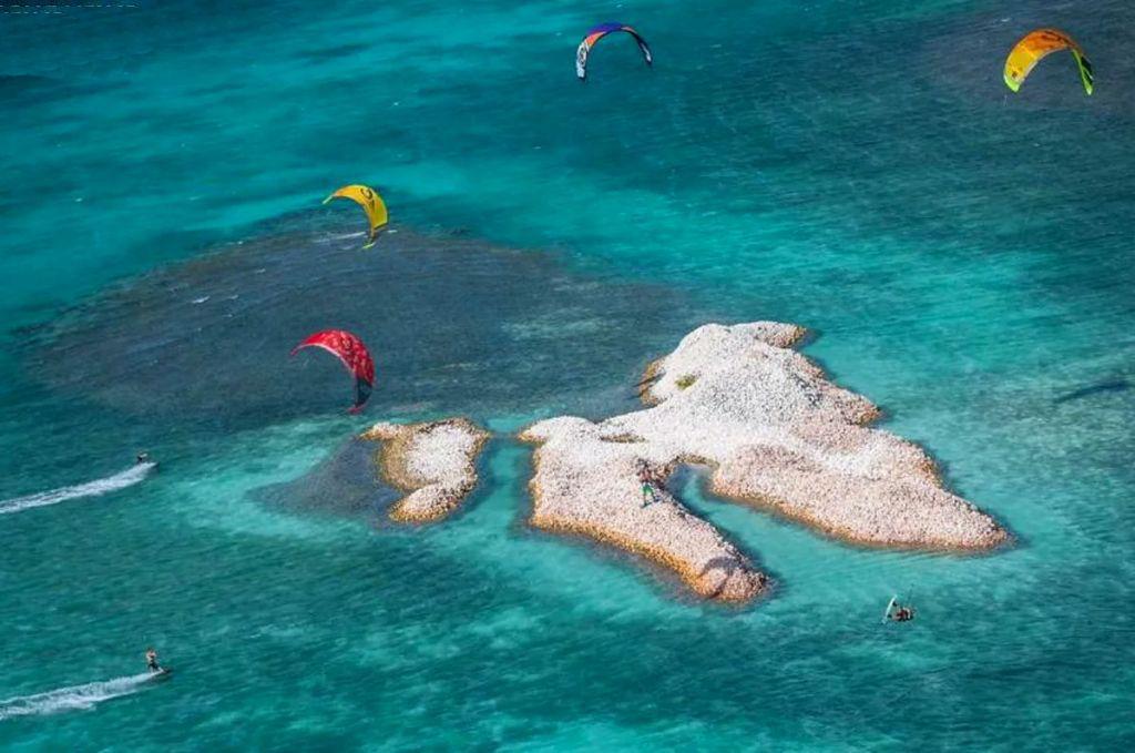 Conheça a Ilha Totalmente Composta Por Milhões De Conchas 1