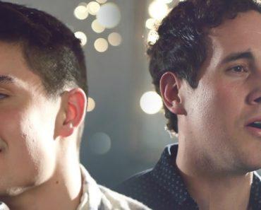 Eles Cantam Duas Músicas Completamente Diferentes, Mas a Combinação é Perfeita! 7
