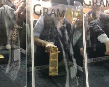 Colocaram Caixa De Vidro Com Barra De 20 kg De Ouro Para Quem a Conseguir Tirar 6