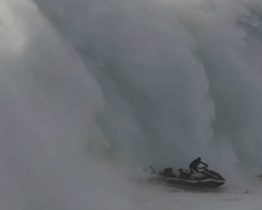 O Impressionante Resgate a Um Surfista Que Desafiou As Ondas Da Nazaré 9