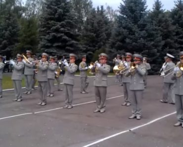 A Surpreendente Atuação Da Banda Militar Ucraniana Ao Interpretar Bon Jovi 4
