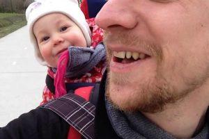 É Impossível Não Rir Com a Gargalhada Contagiante Deste Bebé! 10