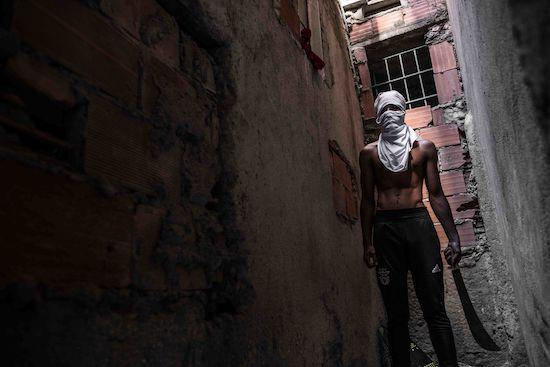 Fotógrafo Capta Imagens Da Vida Que Resta No Bairro Clandestino 6 De Maio Na Amadora 13