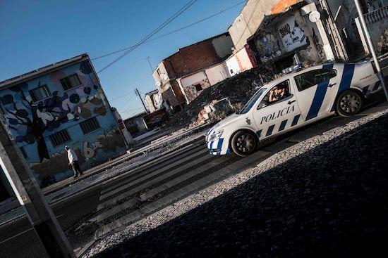 Fotógrafo Capta Imagens Da Vida Que Resta No Bairro Clandestino 6 De Maio Na Amadora 14