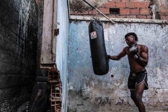 Fotógrafo Capta Imagens Da Vida Que Resta No Bairro Clandestino 6 De Maio Na Amadora 15