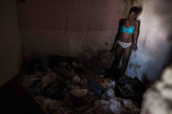 Fotógrafo Capta Imagens Da Vida Que Resta No Bairro Clandestino 6 De Maio Na Amadora 20