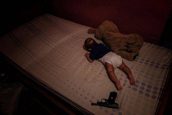 Fotógrafo Capta Imagens Da Vida Que Resta No Bairro Clandestino 6 De Maio Na Amadora 23