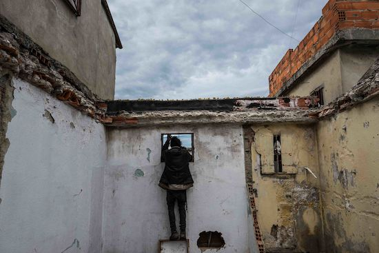 Fotógrafo Capta Imagens Da Vida Que Resta No Bairro Clandestino 6 De Maio Na Amadora 27
