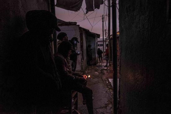 Fotógrafo Capta Imagens Da Vida Que Resta No Bairro Clandestino 6 De Maio Na Amadora 3