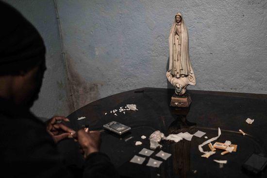 Fotógrafo Capta Imagens Da Vida Que Resta No Bairro Clandestino 6 De Maio Na Amadora 29