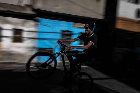 Fotógrafo Capta Imagens Da Vida Que Resta No Bairro Clandestino 6 De Maio Na Amadora 8