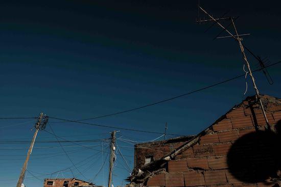 Fotógrafo Capta Imagens Da Vida Que Resta No Bairro Clandestino 6 De Maio Na Amadora 9