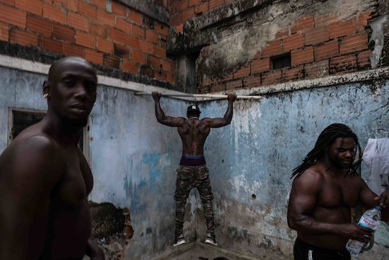 Fotógrafo Capta Imagens Da Vida Que Resta No Bairro Clandestino 6 De Maio Na Amadora 12