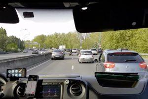 Motociclista Ajuda Ambulância a Passar Pelo Intenso Trânsito 9