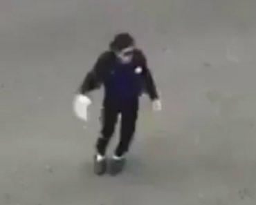 Imitador De Michael Jackson Quase Cai Em Atuação De Rua e Ainda Perde Sapato 4