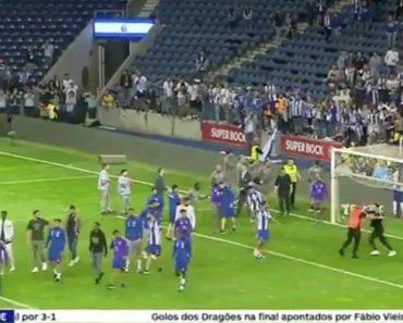 Steward Não Reconhece Jogador Do FC Porto e Tenta Expulsá-lo Do Relvado 4